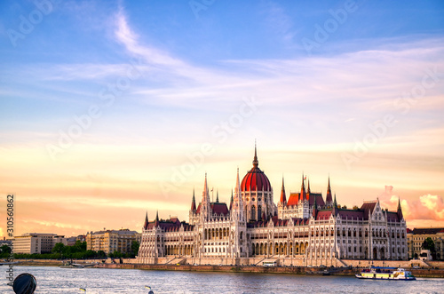 Fotomural  The Hungarian Parliament Building located on the Danube River in Budapest Hungary at sunset