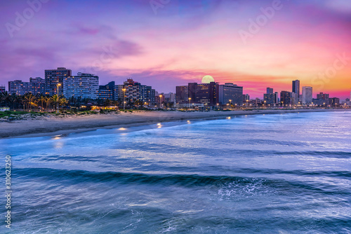 Fotografía Durban city beachfront with moon in the sky