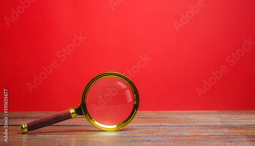 Photo Magnifying glass on a red background