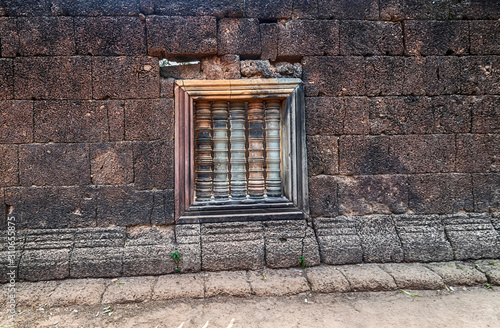 Photo art of ancient asian baluster on window frame temple Angkorian sites in Cambodia