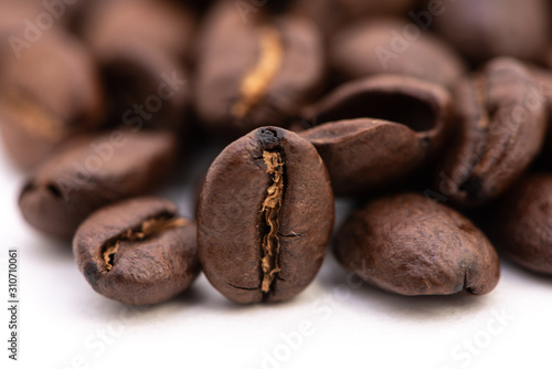 Photo Close up of coffee beans on a white background