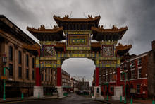 LIVERPOOL, ENGLAND, DECEMBER 27, 2018: View Of The Enormous Chinatown Gate In A Cloudy And Desolated Day