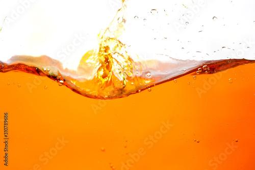 Fototapeta owoce w wodzie   obraz-poruszajacej-sie-wody-w-pomaranczowych-falach