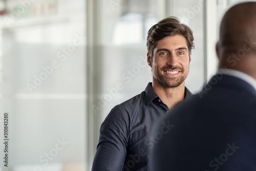 Successful young businessman at meeting Billede på lærred