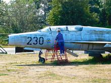 Eines Außer Dienst Gestellten Überschallflugzeug Auf Dem Flughafen