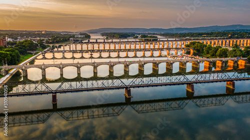 Carta da parati Many bridges over river in sunset, Harrisburg, Pennsylvania, Susquehanna river c