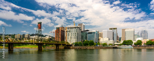 obraz PCV MAY 29, 2019, PORTLAND, OR., USA - Panoramic Portland Oregon Skyline on Columbia River