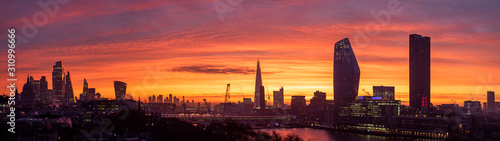 Fototapeta Epic dawn sunrise landscape cityscape over London city sykline looking East along River Thames obraz