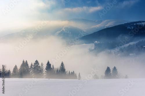 Photo blizzard in mountains