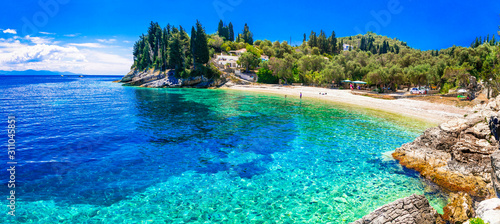 Photo Paxos island with beautiful deserted beaches - Levrechio