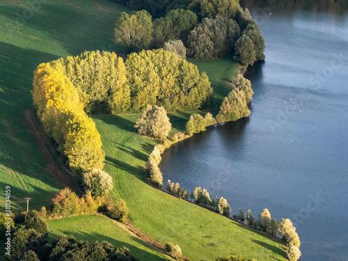 Canvastavla vue aérienne de la campagne à Dangu dans l'Eure en France
