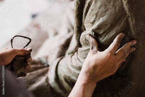 Selective focus sculptor hand molding clay Fototapet