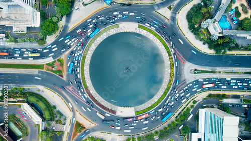 Obraz Top down horizontal view of fountain at sunny day - fototapety do salonu