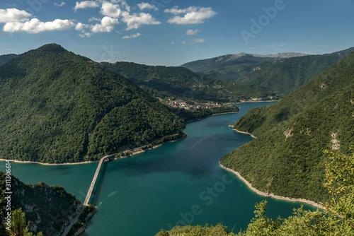 Photo Beautiful landscape of Piva river Canyon and Piva lake, Montenegro