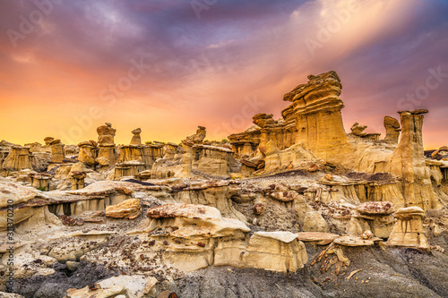 Photo Bisti Badlands, New Mexico, USA hoodoo rock formations