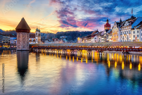 Photographie  Dramatic sunset in Lucerne Old town, Switzerland