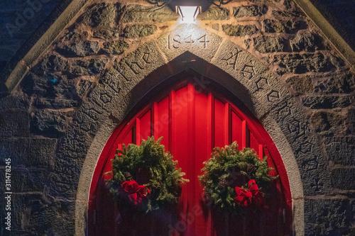 Church Red Doors with Christmas Wreath at Night Tapéta, Fotótapéta