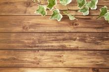 アイビーと茶色い木目調の床 フレーム