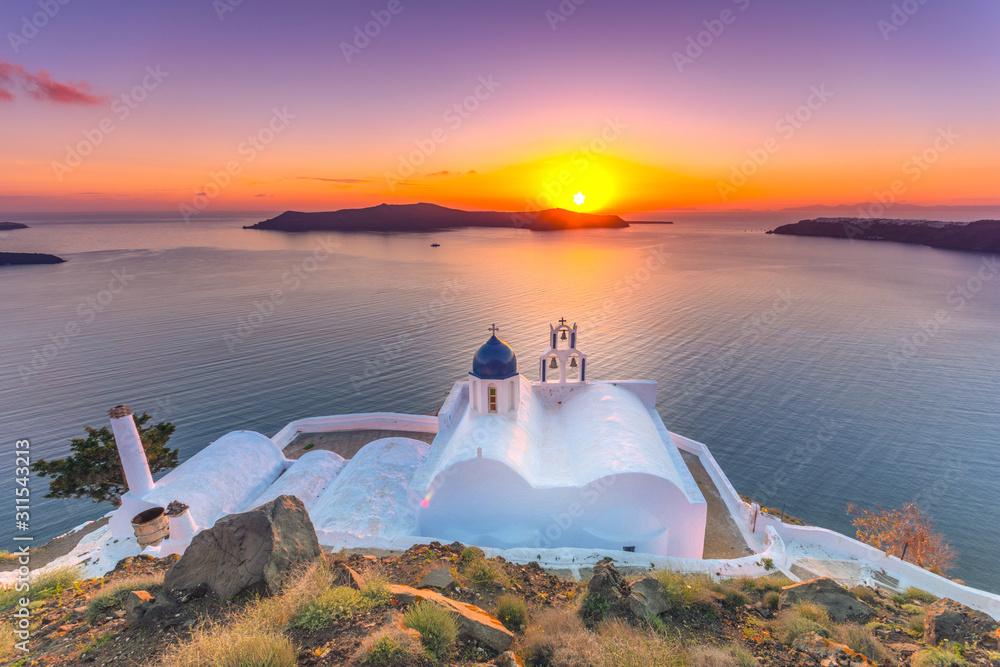 Fototapeta Amazing sunset at Panagia Theoskepasti, on the Skaros rock at Imerovigli, Santorini, Crete, Greece.