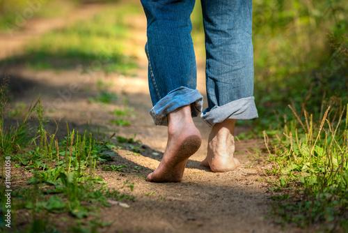Man walking in park Canvas-taulu