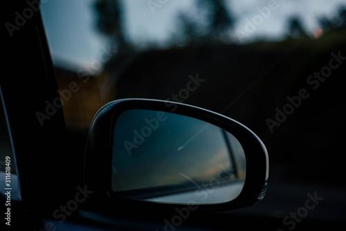 Cuadros en Lienzo  Espejo de auto tarde