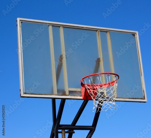 Photo A close view of the glass backboard basketball hoop.