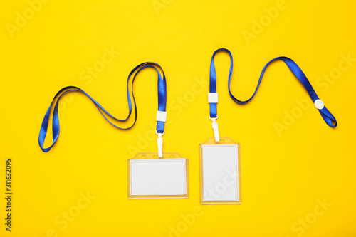 Blank white bagdes on yellow background Tableau sur Toile