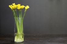 Glass Vase With Yellow Daffodi...