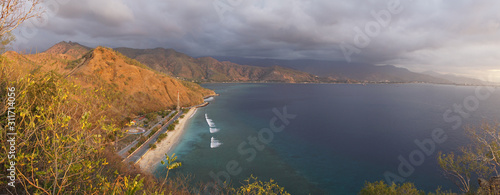 Photo  Sunset over the ocean at Cape Fatucama viewed from the Cristo Rei Jesus Statue in Dili, East Timor