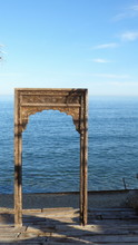 Das Mit Ornamenten Geschnitzte Holzportal Einer Meerjungfrau In Ihre Phantom Blaue Unterwasserwelt