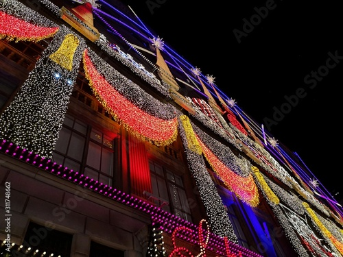 Photo Christmas lights in New York building.