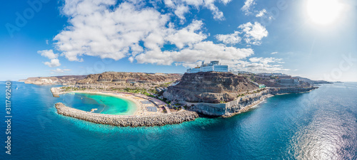 Foto Amazing landscape with Amadores beach and coast on Gran Canaria, Spain