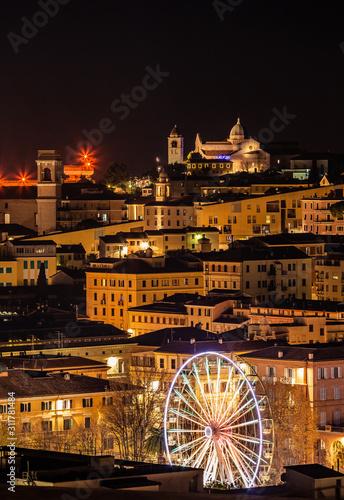 Panorama del centro della città di Ancona al tramonto, sotto le feste di Natale, Wallpaper Mural