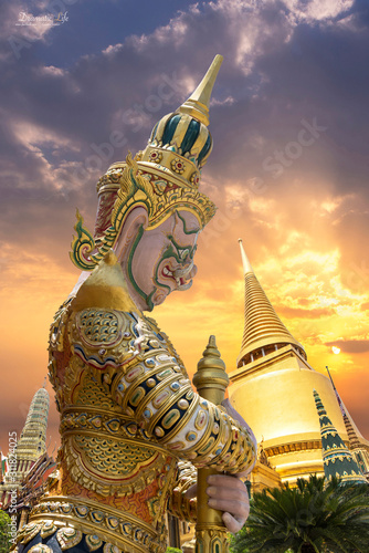 Photo golden statue of buddha in bangkok thailand