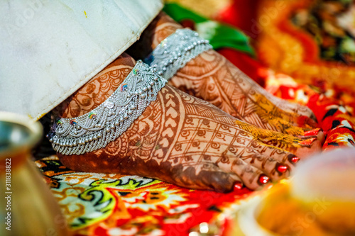 Photo Indian bridal putting anklets in leg