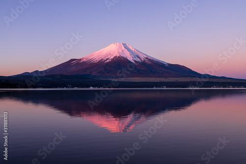 山中湖の湖面に映る紅富士 Canvas Print