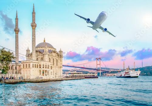 Fotografia Ortakoy mosque and Bosphorus bridge, Istanbul, Turkey