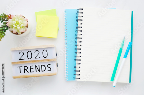 Cuadros en Lienzo  2020 trends on wooden box, Blank paper notebook and pen on white table backgroun