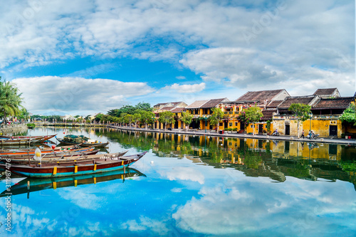 Cuadros en Lienzo  Hoi An ancient town which is a very famous destination for tourists