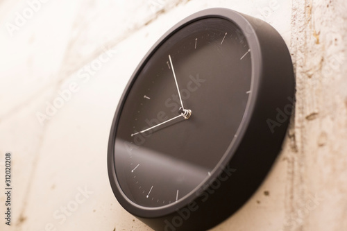 Платно Black simple round wall clock