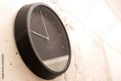 Black simple round wall clock фототапет