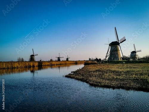 holenderski-wiatrak-w-holandii