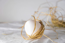 Natural White Egg With Straw S...
