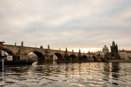 Canvastavla Charles Bridge in Prague at the sunrise