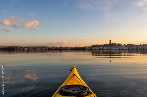 Fotografie, Obraz  Escursione in kayak sul lago di Bolsena