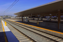 Los Angeles, California, USA. October 20, 2019. An Open Platform Overlooking The Railways Into The Distance. Union Station Platform In Los Angeles.