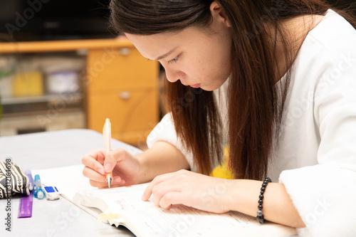 勉強する女子高生 Canvas Print
