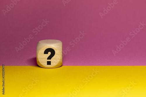 Pictogramme de point d'interrogation sur cube en bois Wallpaper Mural