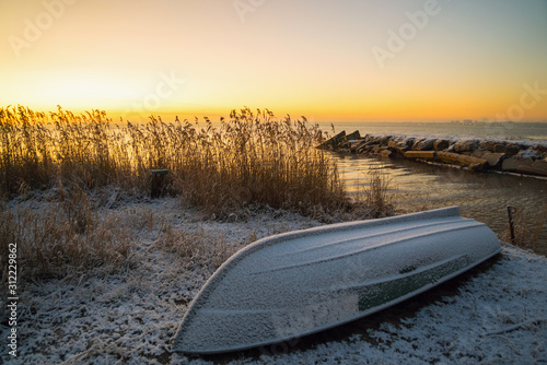 The first rays of the sun over lake Ladoga in the morning in winter Fototapeta