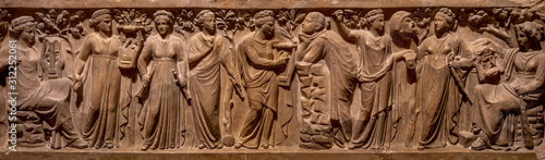 Photo Ancient Greece bas-relief showing scene with women